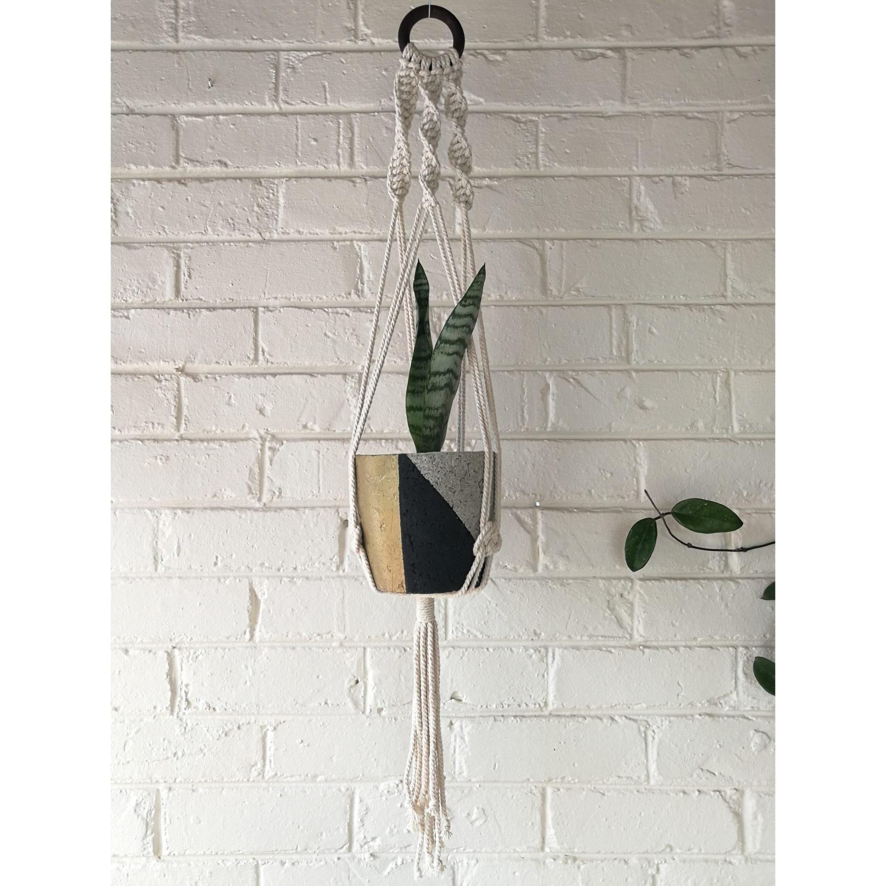 Macramé hanger with black/gold plant pot