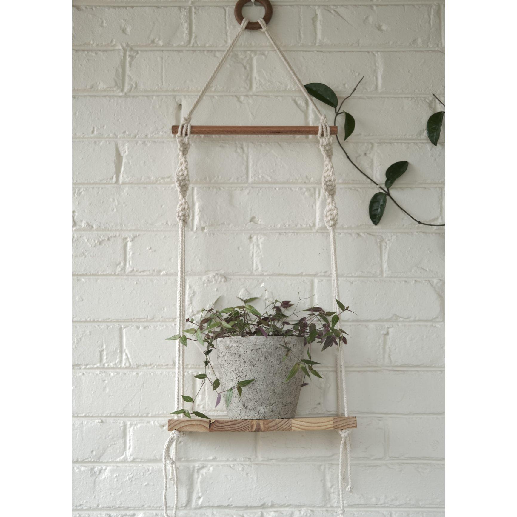 Classic macramé shelf with plain plant pot
