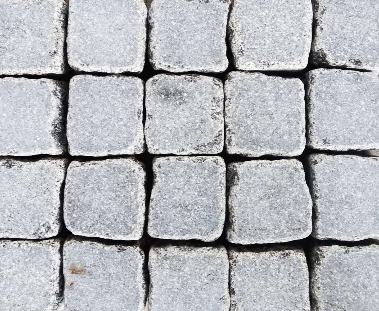 Granite Cobble Sawn Face, Tumbled - per PACK
