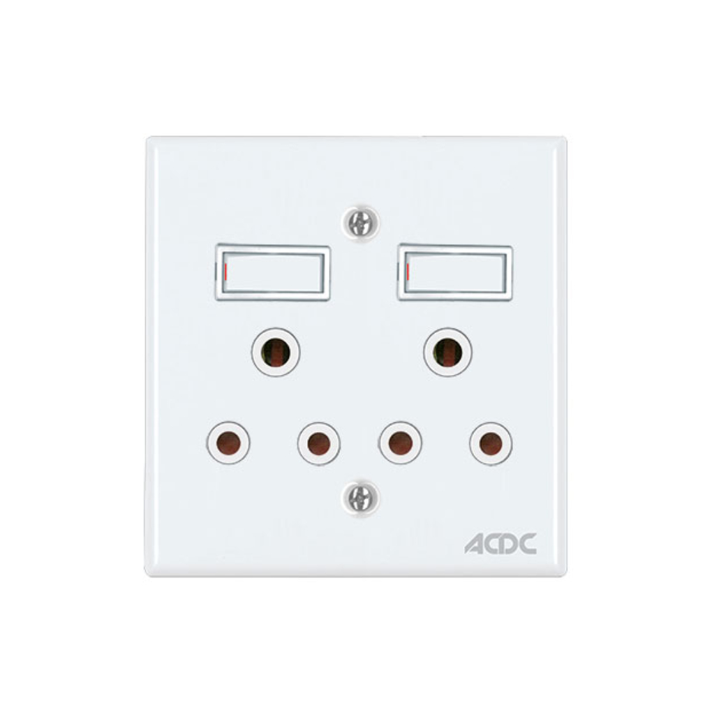 Classic Sockets - 4 x 4 2 x 16A Switched Sockets - White